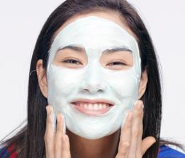 B. Maske gleichmässig verteilen, Augenkontur aussparen