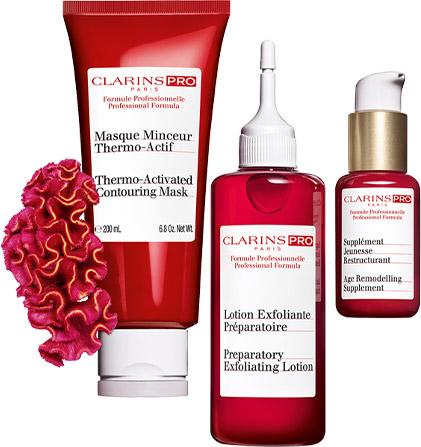 Clarins Kosmetikbehandlungen - Model während der Massage