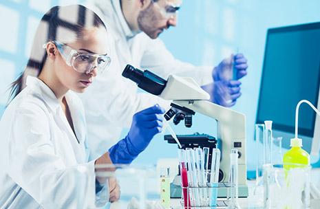 Photo de scientifiques dans un laboratoire