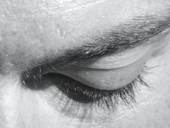 Wie tragen Sie Ihre Augenpflege auf