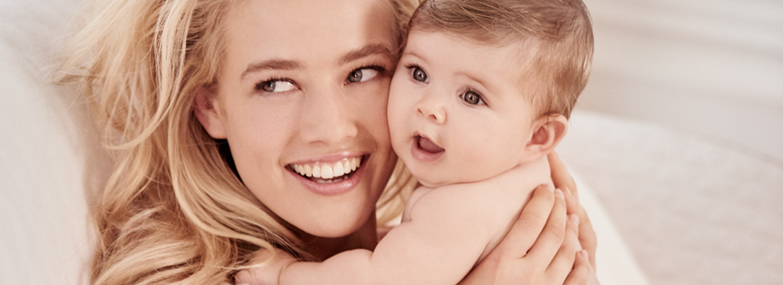 Quels soins choisir apres l'accouchement ? - Clarins